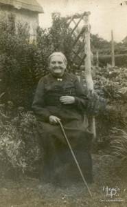Photographs (4) of Mrs Miriam Titcombe & family